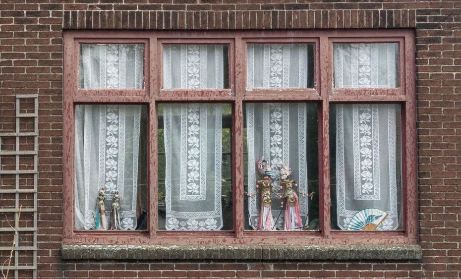 Javanese dancing dolls displayed in windows.